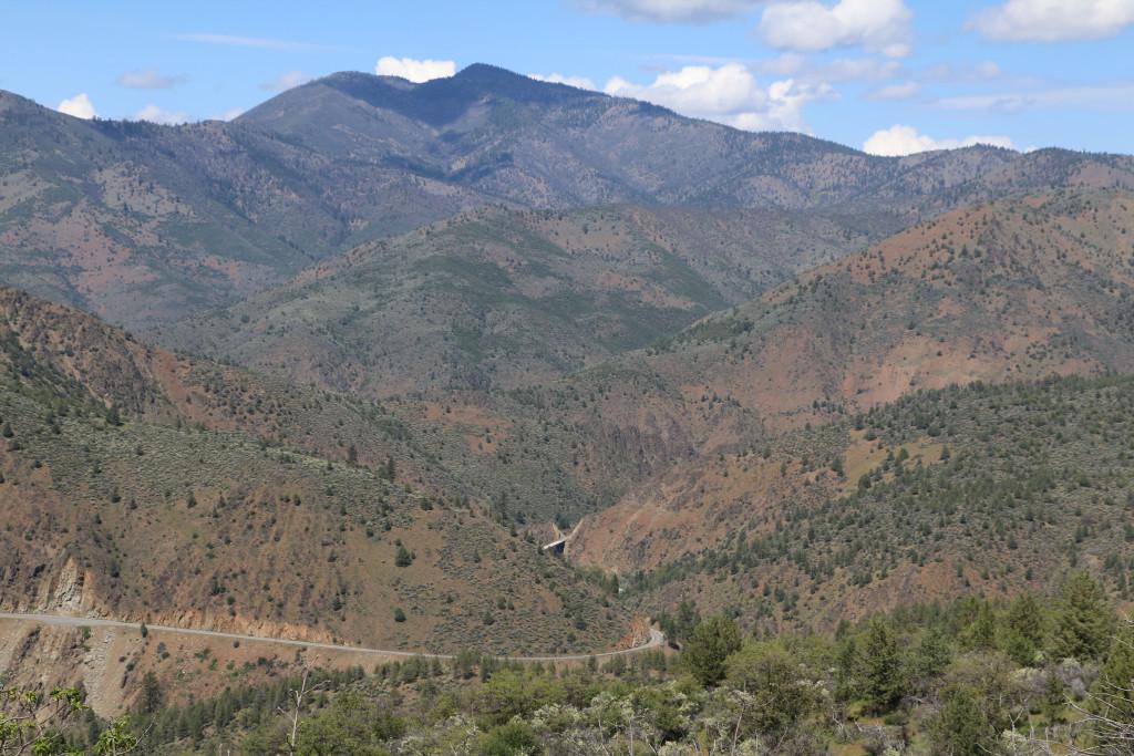 Berge gegen Trinity River