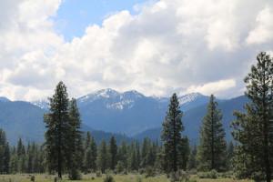 Schneeberge gegen Trinity River