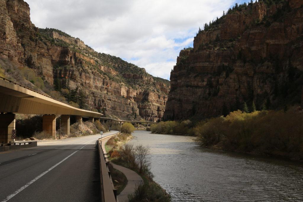 Canyon des Colorado Rivers bei der Anreise