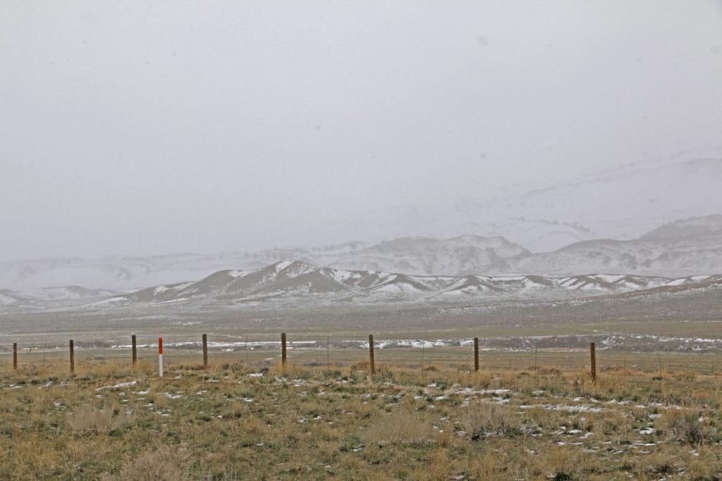 Hügel verschwinden im Schnee